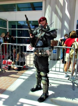 Cosplayer in front of Comic Con.